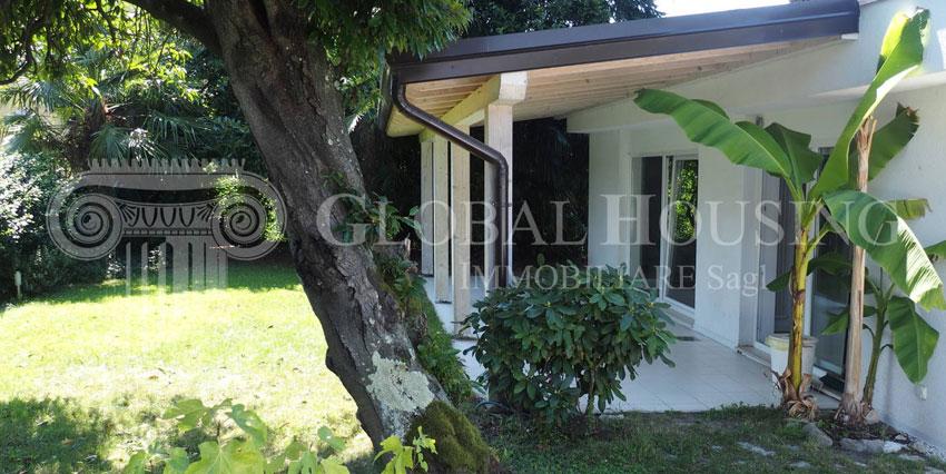 CASLANO: Bella, spaziosa e comoda villa