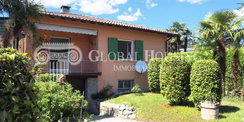 CASLANO: Bella e comoda casa con giardino
