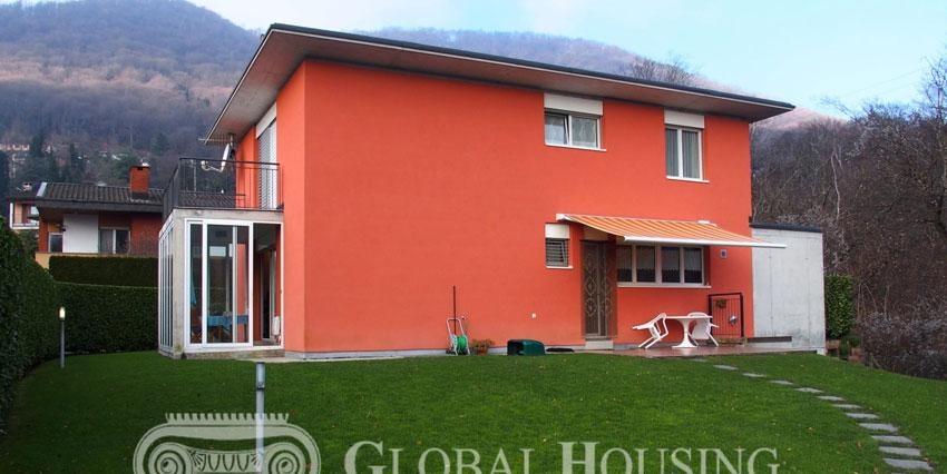 PURA: Spaziosa casa moderna con bel giardino